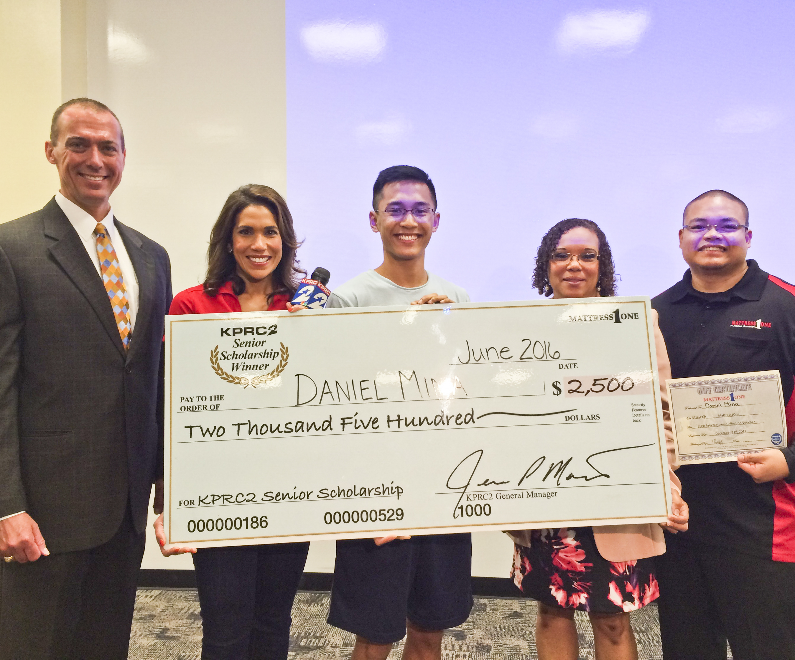 Houston's KPRC and Mattress One award scholarship to Mina: Student chooses his family over full-ride scholarship